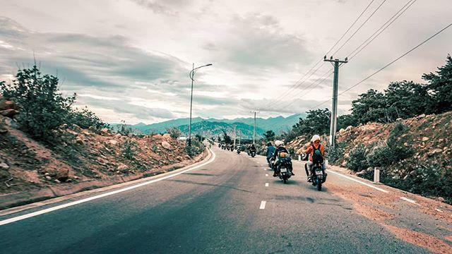 Di chuyển bằng xe máy để tới Ninh Thuận. Ảnh: @triple