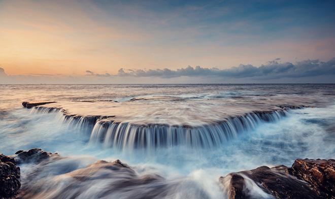 Hang Rái sở hữu khung cảnh thiên nhiên hùng vĩ, thác nước trên biển và địa hình độc đáo. Ảnh: Thien Thach Photography