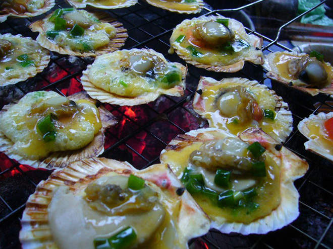 Scallops are a popular seafood with delicious ivory flesh without toughness. Photo: Collection