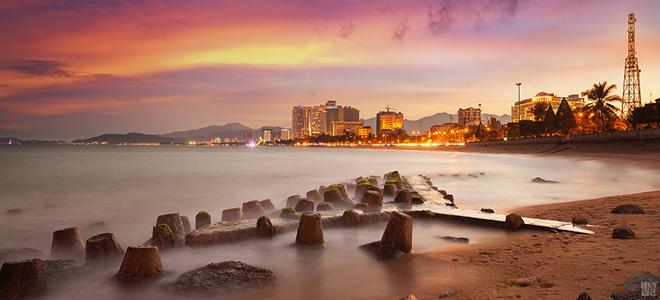 Nha Trang city is sparkling in the sunset. Photo: Hồ Vũ