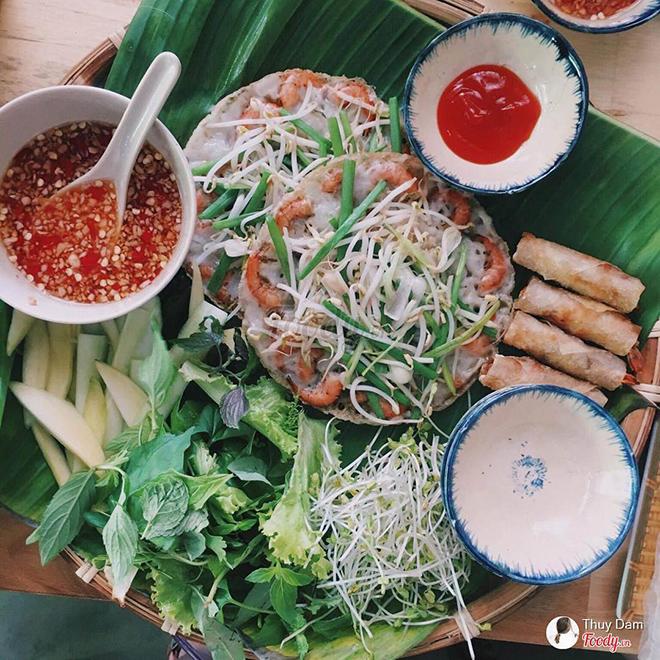 Vietnamese pancake in Quy Nhon- Quy Nhon travel guide. Photo: @Thuy Dam