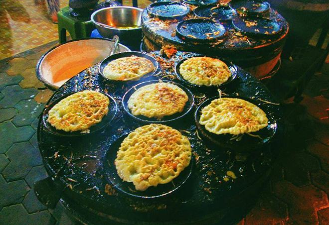 Món bánh căn được chế biến đặc biệt ở Bình Thuận. Ảnh: Sưu tầm