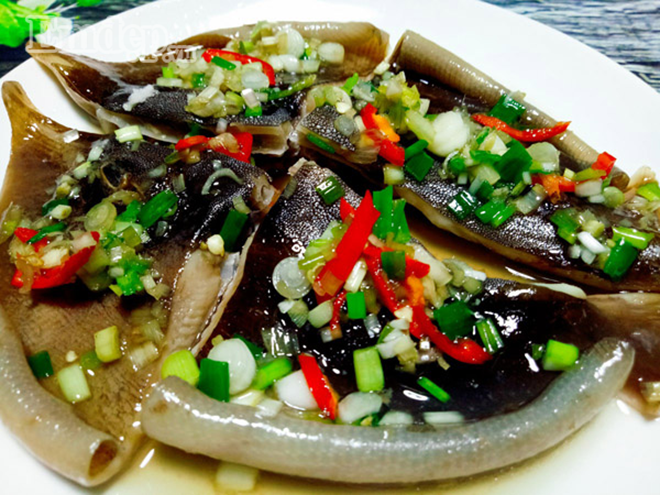 Đến Bình Thuận phải thưởng thức qua món cá lồi xối mỡ mới không uổng phí. Ảnh: Sưu tầm