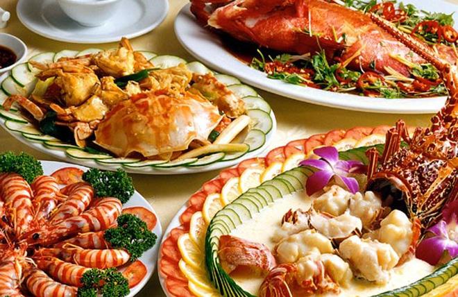Bình Thuận là tỉnh giáp biển, nên khi du lịch ở đây du khách sẽ được thưởng thức nhiều hải sản tươi ngon. Ảnh: Sưu tầm