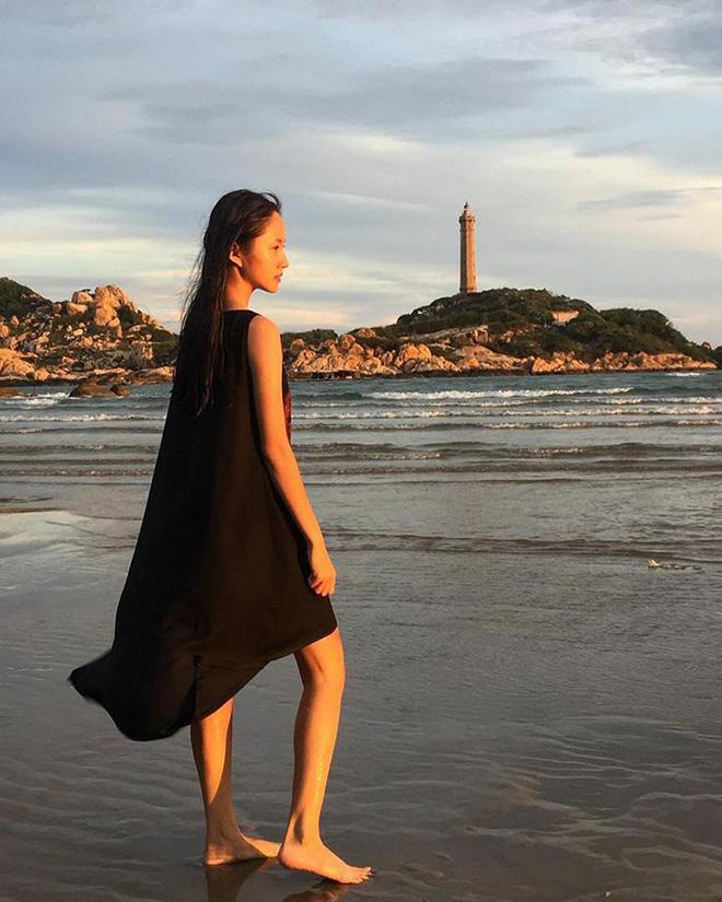 Hải đăng Kê Gà hùng vĩ giữa biển trời Bình Thuận bao la. Ảnh: Vy Phương Thanh Nguyễn