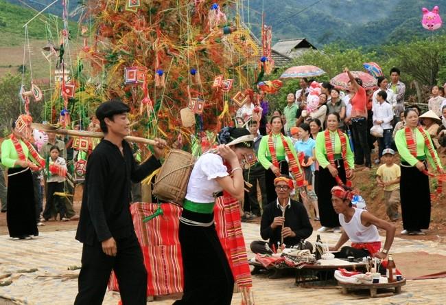 Lễ hội Hết Chá diễn ra sôi động của các đồng bào vùng cao. Ảnh: Sưu tầm