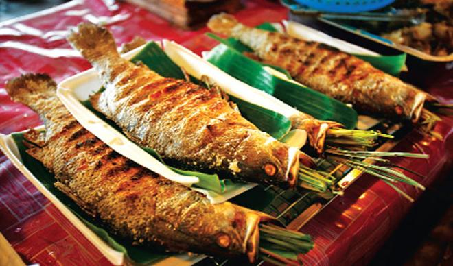 Cá suối nướng ở Mộc Châu là món ăn khoái khẩu của nhiều du khách. Ảnh: Sưu tầm